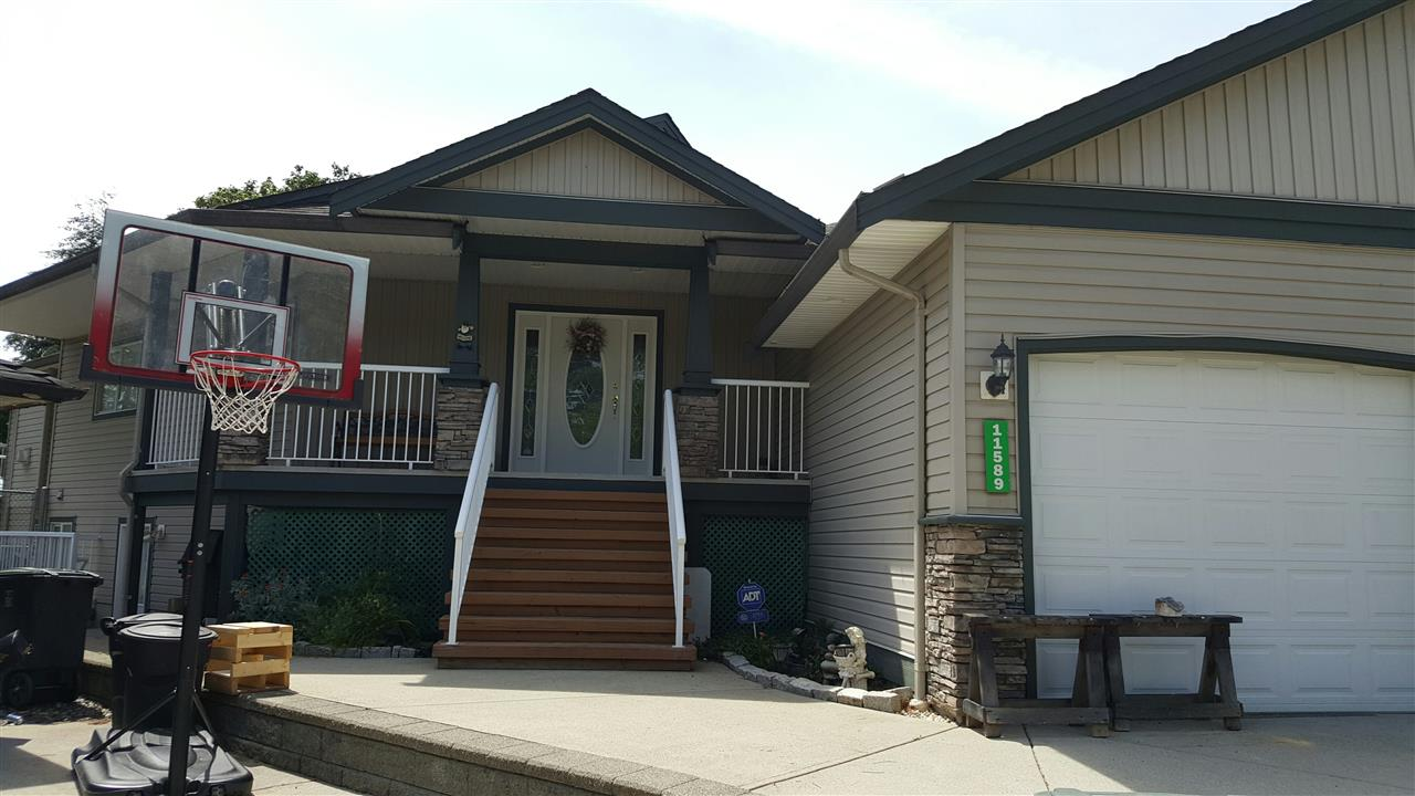 Main Photo: 11589 195A STREET in Pitt Meadows: South Meadows House for sale : MLS(r) # R2071654