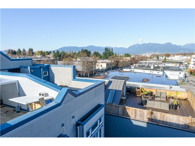 "Photo 2: 205 3736 COMMERCIAL Street in Vancouver: Victoria VE Townhouse for sale in ""Elements"" (Vancouver East)  : MLS(r) # V977814"