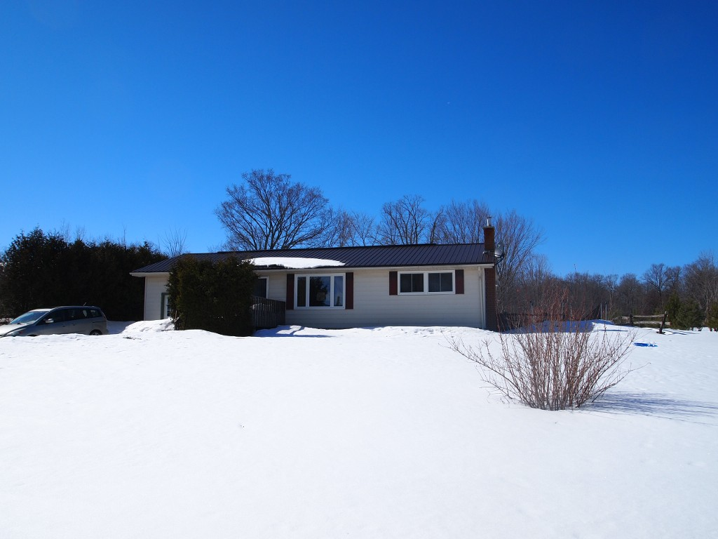 Main Photo: 615 Balsam Lake Drive in Kawartha Lakes: Rural Bexley Freehold for sale : MLS®# X2861473/1442371