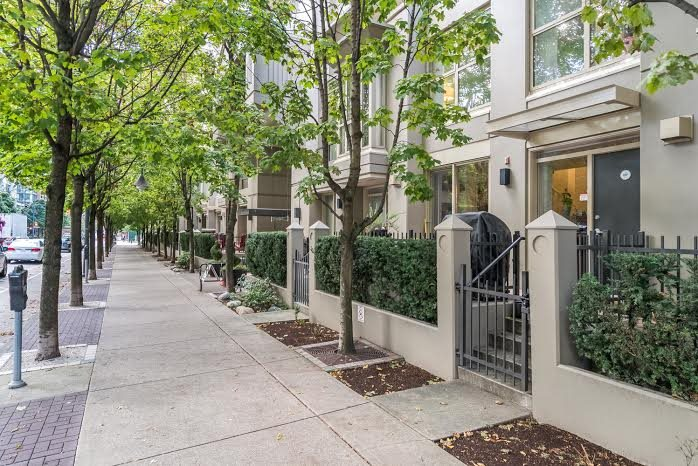 Main Photo: TH15 969 RICHARDS Street in Vancouver: Downtown VW Townhouse  (Vancouver West)  : MLS®# R2002772