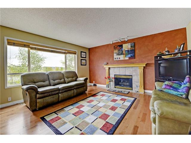 Photo 5: 101 Bridlecreek Park SW in Calgary: Bridlewood House for sale : MLS(r) # C4063316