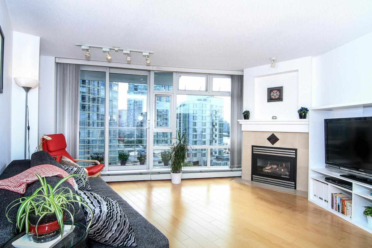 Photo 3: 1005 189 DAVIE STREET in Vancouver: Yaletown Condo for sale (Vancouver West)  : MLS(r) # R2106888