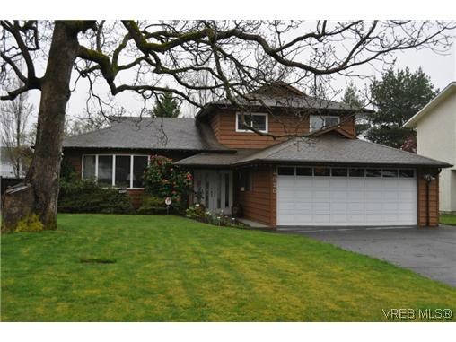 Main Photo: 4020 Dawnview Crescent in VICTORIA: SE Arbutus Single Family Detached for sale (Saanich East)  : MLS(r) # 321589
