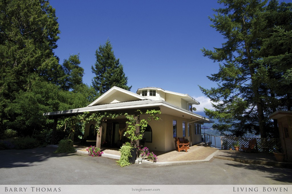 Main Photo: 735 Channel View Drive in Bowen Island: Queen Charlotte Heights House for sale : MLS(r) # V1078483