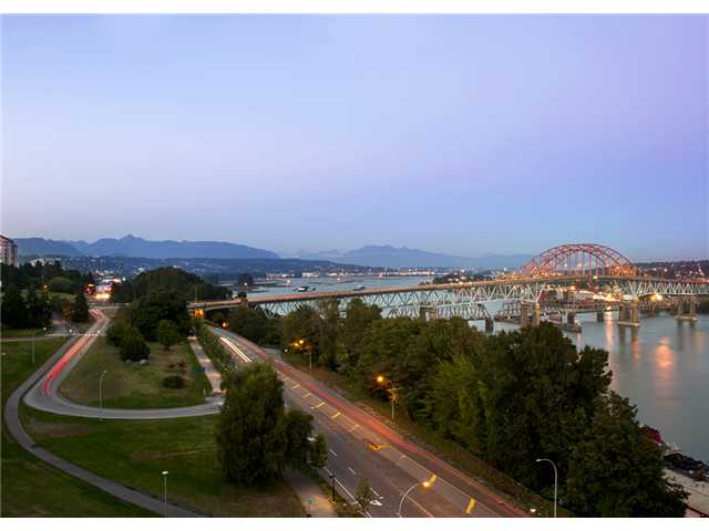 Main Photo: # 802 125 COLUMBIA ST in New Westminster: Downtown NW Condo for sale