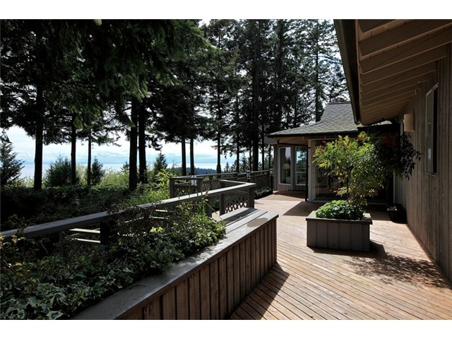 Main Photo: 4401 Woodpark Road in West Vancouver: Cypress Park Estates House for sale : MLS(r) # V1061125