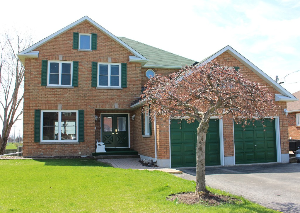 Main Photo: 289 Lakeview Crt in Cobourg: Residential Detached for sale : MLS(r) # 511010084