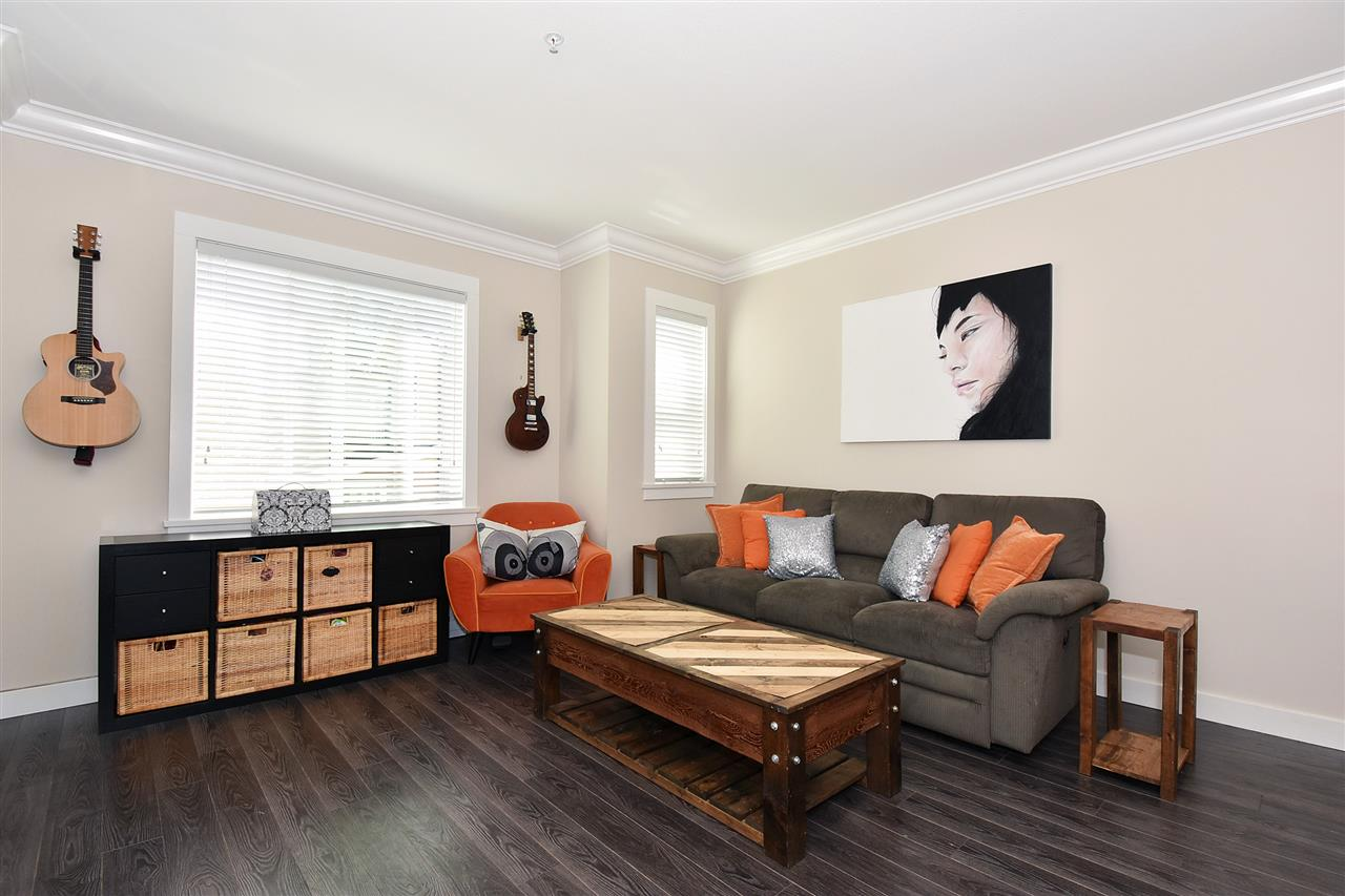 Photo 2: 1386 E 27TH AVENUE in Vancouver: Knight Townhouse for sale (Vancouver East)  : MLS(r) # R2074490