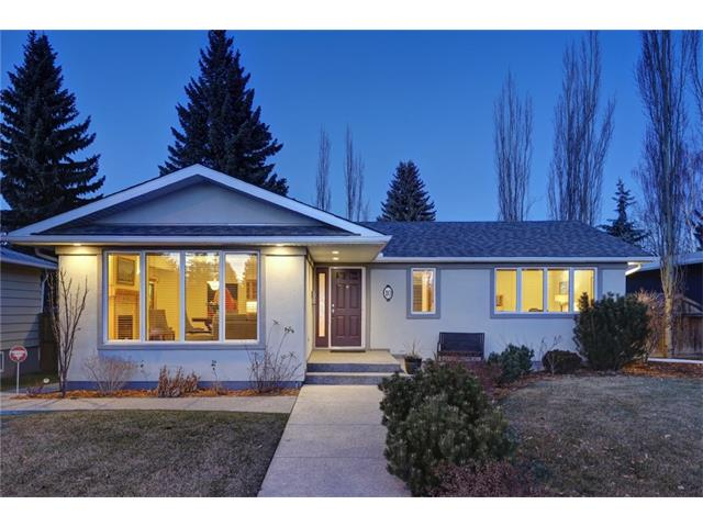 Main Photo: 10 MEADOWLARK CR SW in Calgary: Meadowlark Park House for sale : MLS® # C4091031