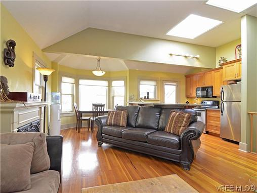 Photo 2: 4 118 St. Lawrence Street in VICTORIA: Vi James Bay Residential for sale (Victoria)  : MLS(r) # 319014