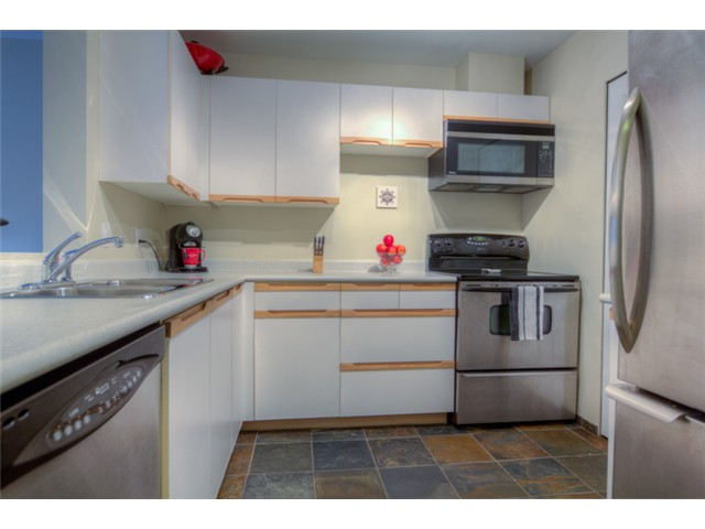 Photo 7: # 316 6820 RUMBLE ST in Burnaby: South Slope Condo for sale (Burnaby South)  : MLS(r) # V1037419