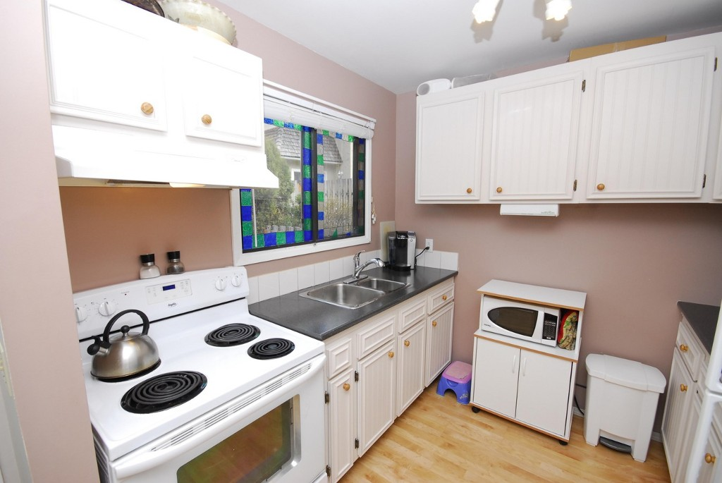 Photo 2: 40 45 W Green Avenue: Penticton Residential Attached for sale (South)  : MLS® # 140777
