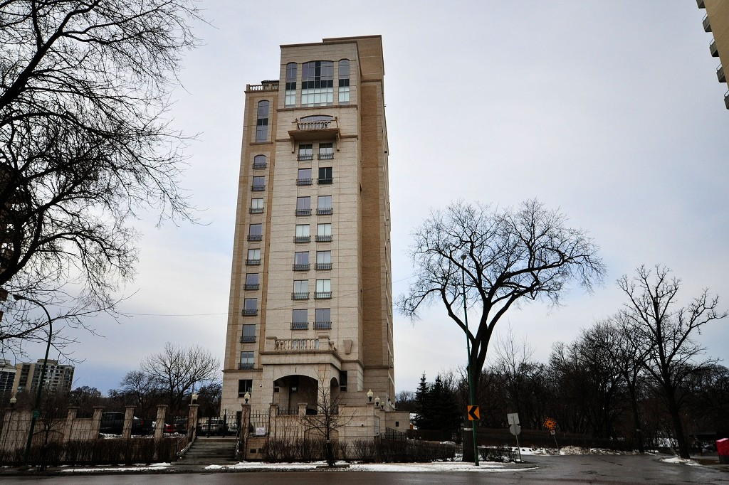 Main Photo: 600 1 Wellington Crescent in Winnipeg: Condominium for sale (Central Winnipeg)  : MLS® # 1200536