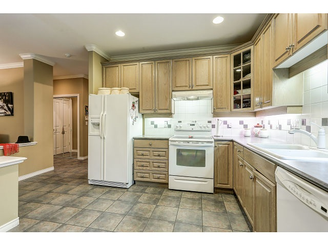 Photo 10: 313 3280 PLATEAU BOULEVARD in Coquitlam: Westwood Plateau Condo for sale : MLS(r) # R2027215