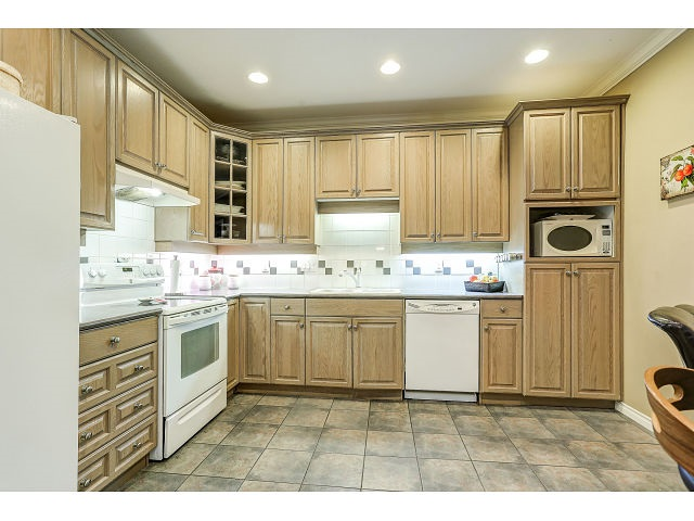 Photo 9: 313 3280 PLATEAU BOULEVARD in Coquitlam: Westwood Plateau Condo for sale : MLS(r) # R2027215