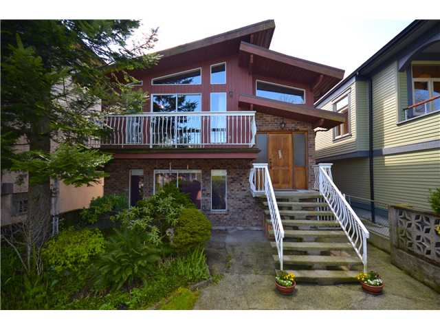 Main Photo: 856 E 14TH Avenue in Vancouver: Mount Pleasant VE House for sale (Vancouver East)  : MLS® # V945359