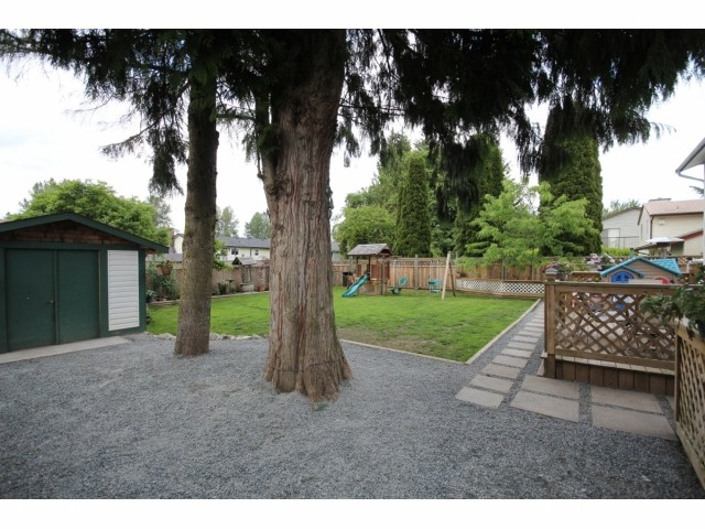 Photo 15: 26549 32ND AV in Langley: Aldergrove Langley House for sale : MLS(r) # F1413201