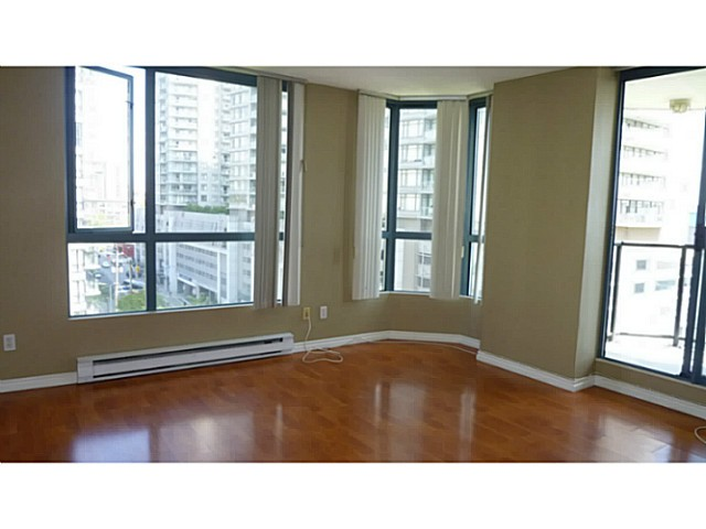 "Photo 3: 707 55 TENTH Street in New Westminster: Downtown NW Condo for sale in ""Westminster Towers"" : MLS(r) # V1077312"