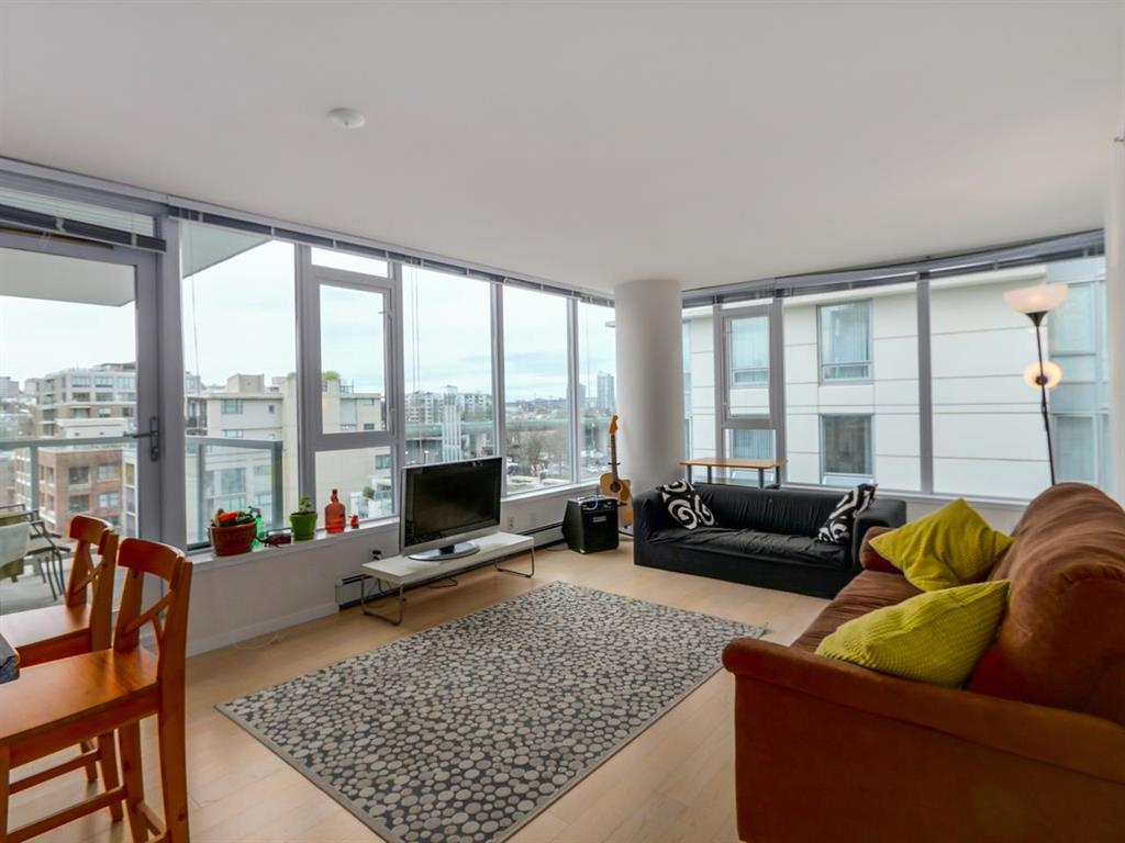 Main Photo: 802 1887 Crowe Street in Vancouver: False Creek Condo for sale (Vancouver West)  : MLS® # R2044450