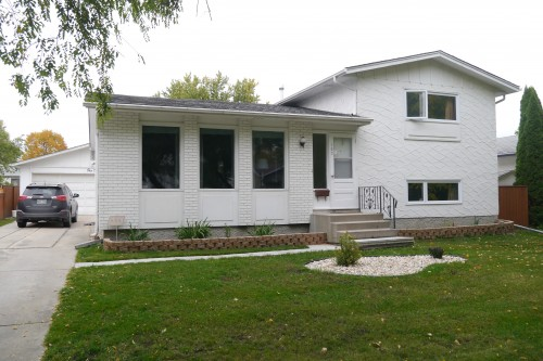 Main Photo: 102 Greyfriars Road in Winnipeg: Fort Richmond Single Family Detached for sale (South Winnipeg)  : MLS® # 1425384