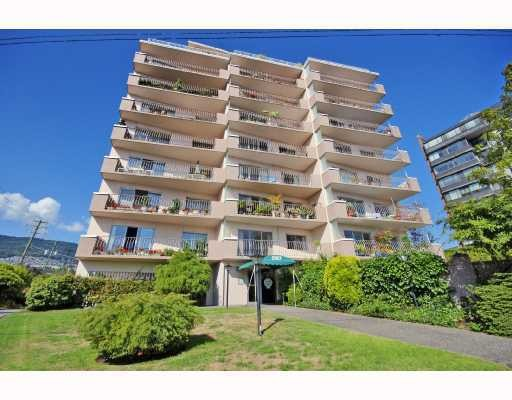 Main Photo: # 102 2187 BELLEVUE AV in West Vancouver: Dundarave Condo for sale : MLS(r) # V1097876