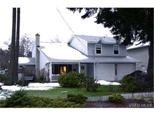 Main Photo: 2857 Pickford Road in VICTORIA: Co Colwood Lake Single Family Detached for sale (Colwood)  : MLS(r) # 196402
