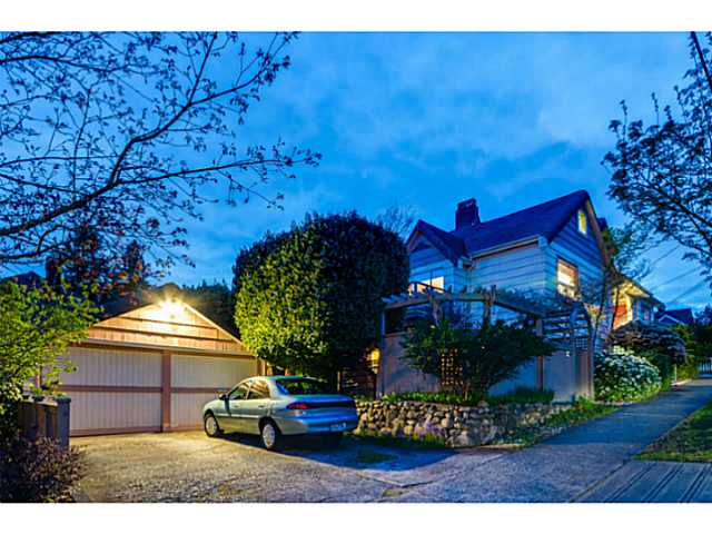 Main Photo: 700 SIXTEENTH ST in New Westminster: West End NW House for sale : MLS® # V1118103