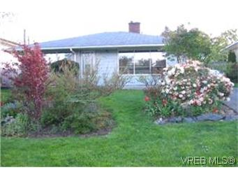 Main Photo: 481 Ker Avenue in VICTORIA: SW Gorge Single Family Detached for sale (Saanich West)  : MLS(r) # 199984