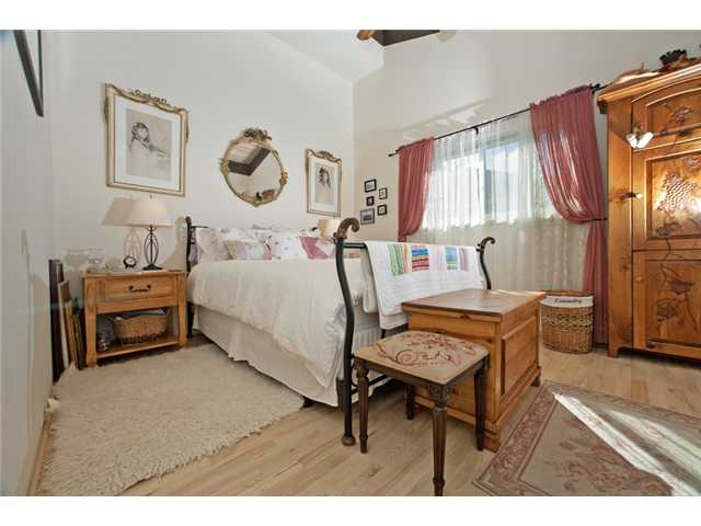 Photo 10: UNIVERSITY CITY House for sale : 3 bedrooms : 2951 Governor Drive in San Diego