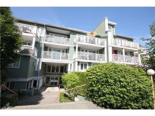 Main Photo: 19-1949 West 8th Ave in Vancouver: Kitsilano Condo for sale (Vancouver West)  : MLS(r) # V1016235