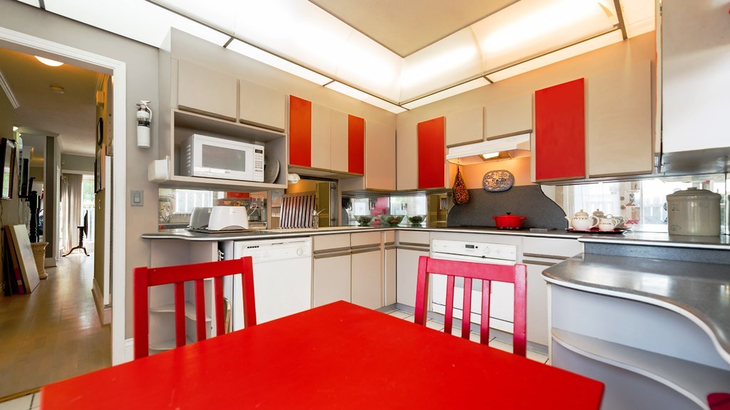 Photo 3: 3115 PINE STREET in Vancouver: Fairview VW Townhouse for sale (Vancouver West)  : MLS® # R2059351