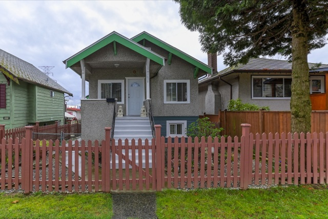 Main Photo: 3658 TURNER STREET in Vancouver: Renfrew VE House for sale (Vancouver East)  : MLS® # R2047927