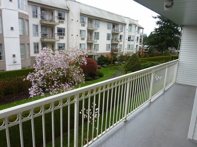 "Photo 5: 202 31930 OLD YALE Road in Abbotsford: Abbotsford West Condo for sale in ""Royal Court"" : MLS® # F1308380"
