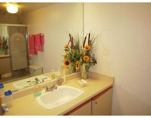 Photo 3: 901 1026 QUEENS Avenue in New Westminster: Uptown NW Condo for sale : MLS(r) # V1001392