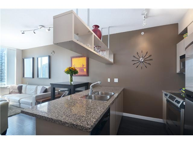 "Photo 5: PH2 1082 SEYMOUR Street in Vancouver: Downtown VW Condo for sale in ""FREESIA"" (Vancouver West)  : MLS(r) # V1019456"
