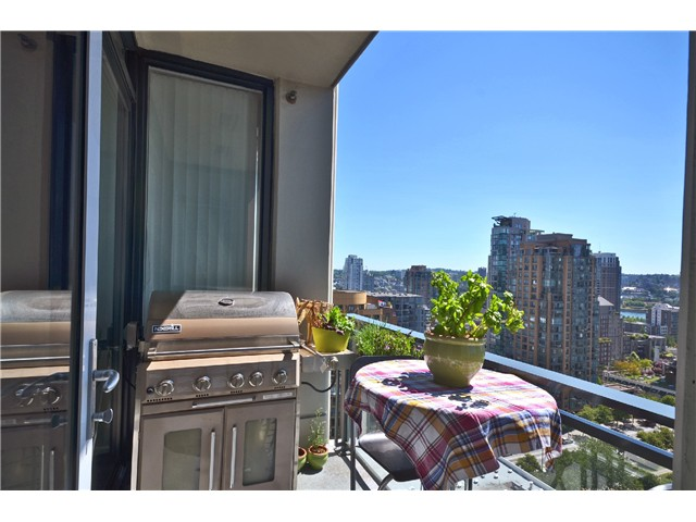"Photo 11: PH2 1082 SEYMOUR Street in Vancouver: Downtown VW Condo for sale in ""FREESIA"" (Vancouver West)  : MLS(r) # V1019456"