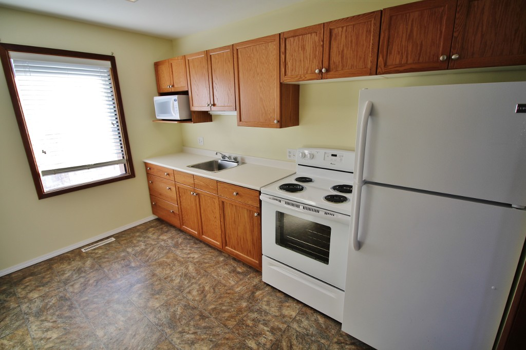 Photo 7: Awesome & Affordable Starter Home With Tons of Upgrades