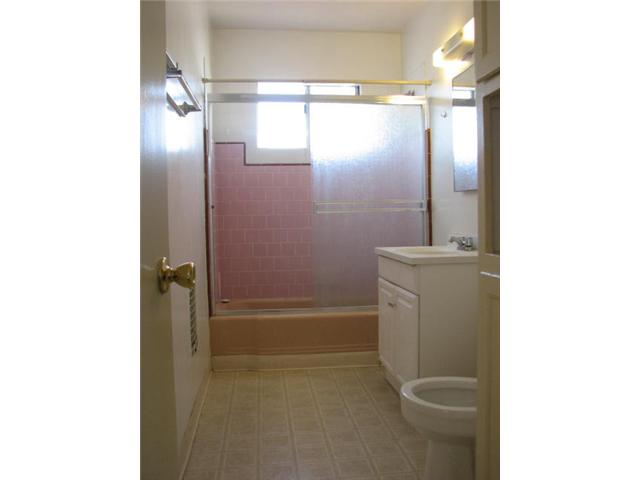 Photo 3: CROWN POINT Home for sale or rent : 2 bedrooms : 3772 INGRAHAM in SAN DIEGO