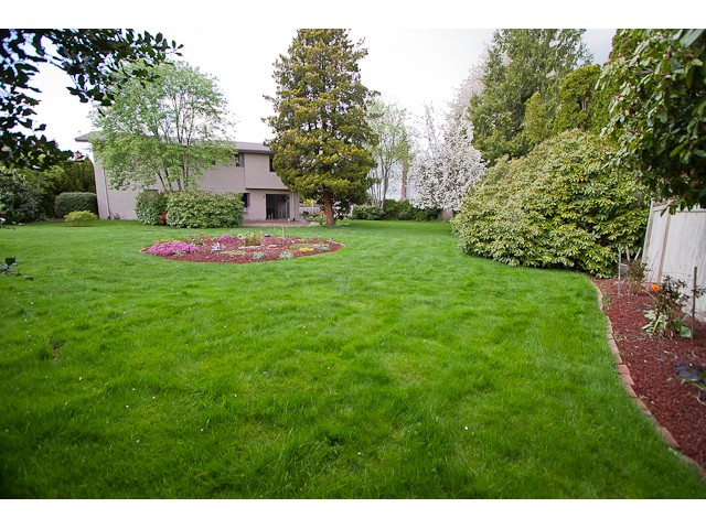 Photo 9: 9620 BISSETT Place in Richmond: McNair House for sale : MLS® # V947968