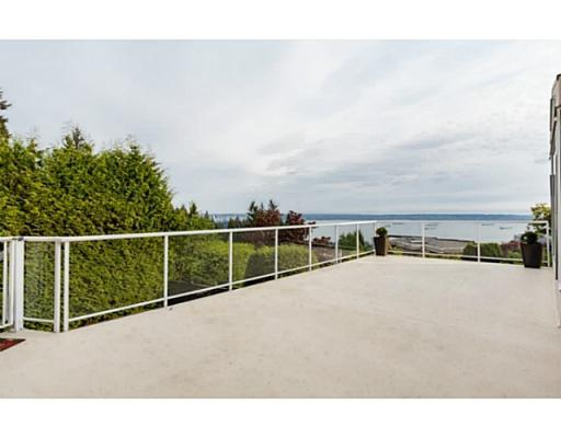 Main Photo: 2566 Westhill Drive in West Vancouver: Westhill House for sale : MLS® # V1122575