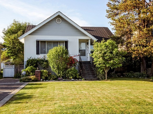 Main Photo: 748 E 9TH ST in North Vancouver: Boulevard House for sale : MLS® # V1123957