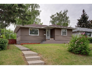 Main Photo: 2327 22A Street NW in CALGARY: Banff Trail House for sale (Calgary)  : MLS® # C4067297