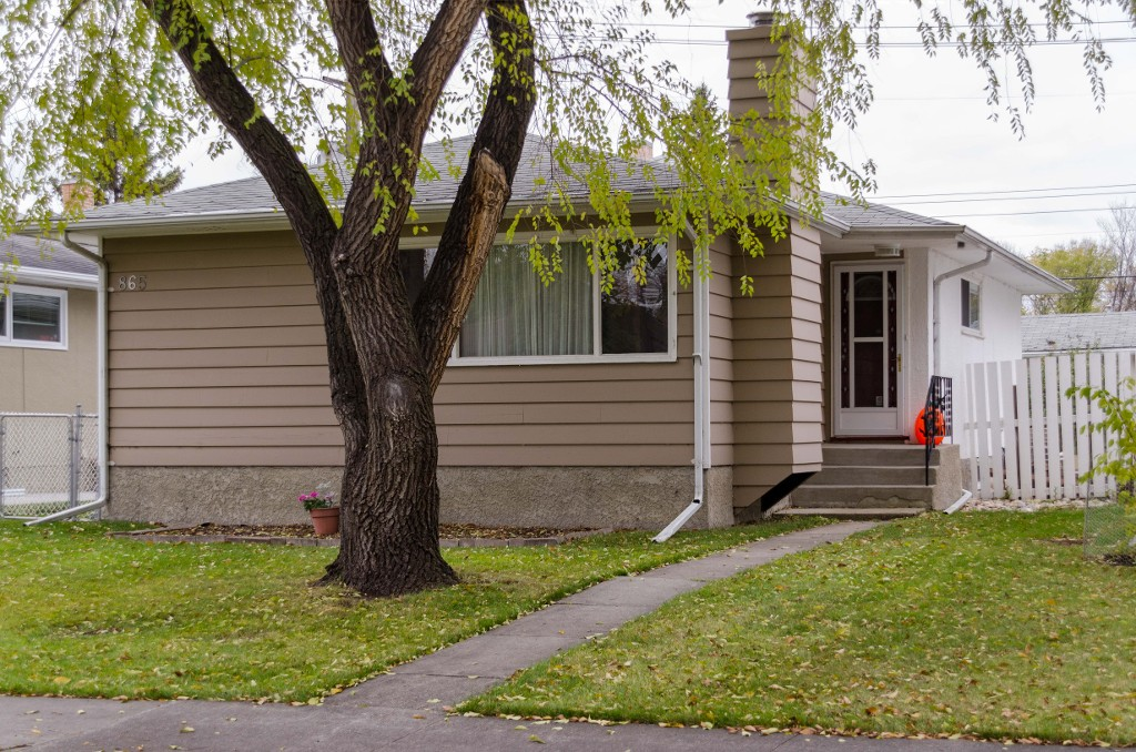 Main Photo: 865 Borebank Street in Winnipeg: River Heights South Single Family Detached for sale (1D)  : MLS® # 1627577