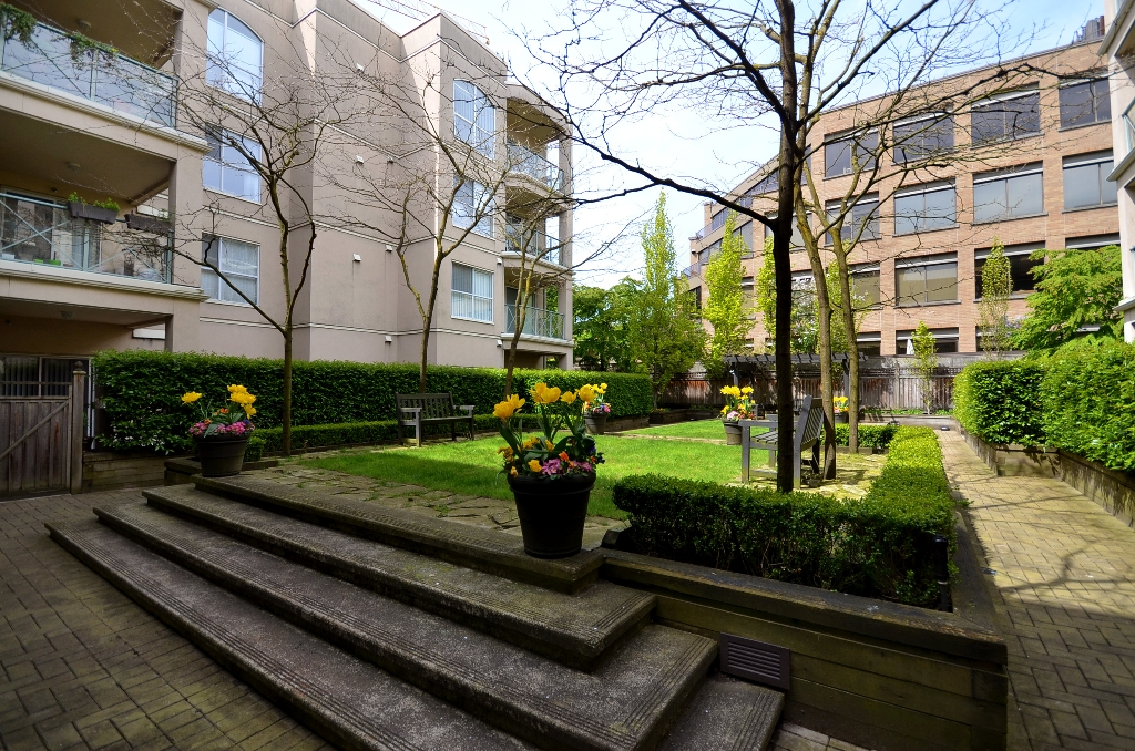 "Photo 10: 119 511 W 7TH Avenue in Vancouver: Fairview VW Condo for sale in ""BEVERLY GARDENS"" (Vancouver West)  : MLS(r) # V956818"