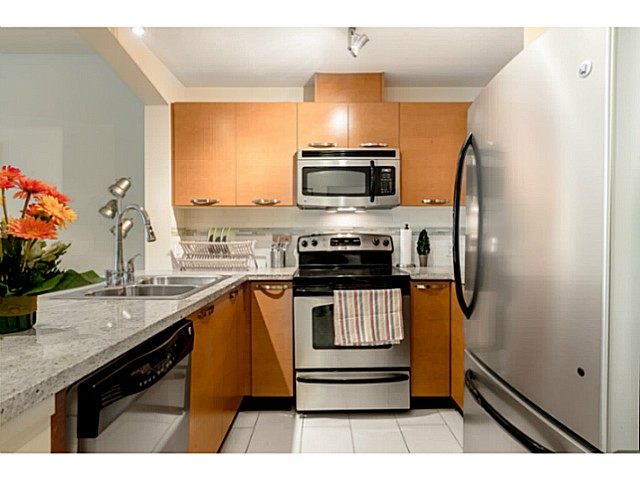 Photo 5: # 109 7428 BYRNEPARK WK in Burnaby: South Slope Condo for sale (Burnaby South)  : MLS® # V1123444
