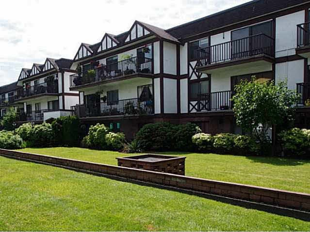 Main Photo: 211 131 W 4TH STREET in North Vancouver: Lower Lonsdale Condo for sale : MLS®# R2102695