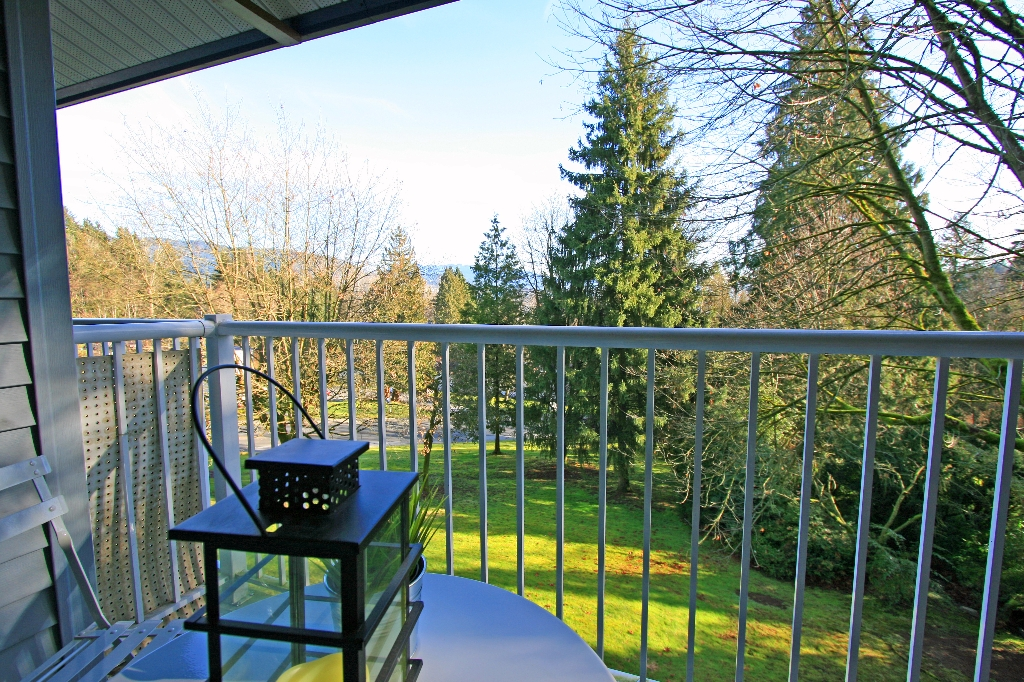 "Photo 12: 1053 CECILE Drive in Port Moody: College Park PM Townhouse for sale in ""CECILE HEIGHTS"" : MLS(r) # V931590"
