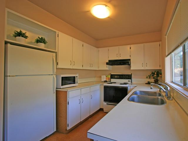 "Photo 4: 1053 CECILE Drive in Port Moody: College Park PM Townhouse for sale in ""CECILE HEIGHTS"" : MLS(r) # V931590"
