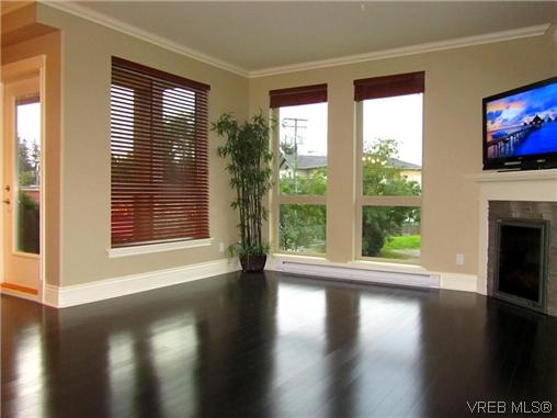 Main Photo: 304 751 Goldstream Avenue in VICTORIA: La Langford Proper Condo Apartment for sale (Langford)  : MLS® # 313087