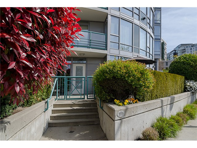 "Main Photo: 1035 MARINASIDE Crescent in Vancouver: Yaletown Townhouse for sale in ""Quaywest"" (Vancouver West)  : MLS® # V1003827"